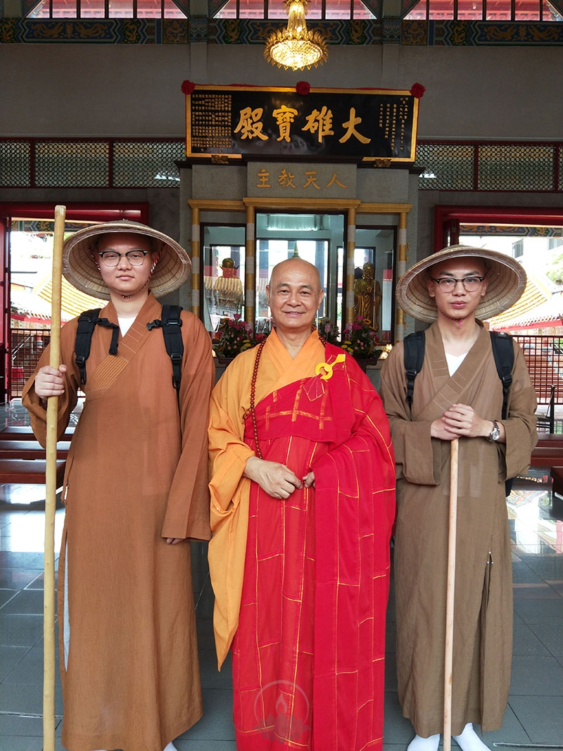 新加坡佛学院应届毕业僧发心行脚回国09