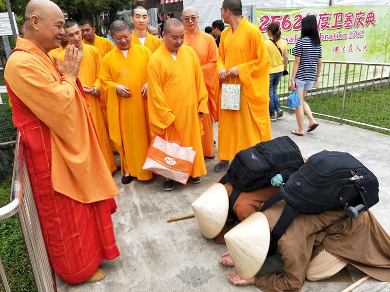 新加坡佛学院应届毕业僧发心行脚回国11